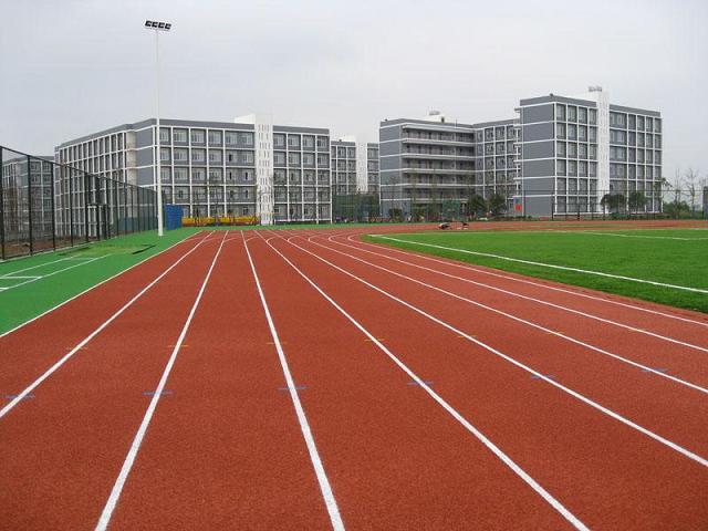 郑州港区第一初级中学跑道